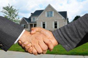Het is verstandig om gebruik te maken van een aankoopmakelaar om de aankoopprijs zo laag mogelijk te houden.