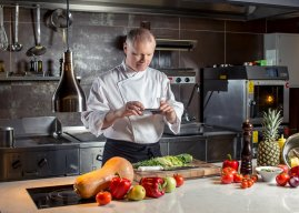 Is slimme keukenapparatuur de oplossing voor het personeelstekort in de horeca?
