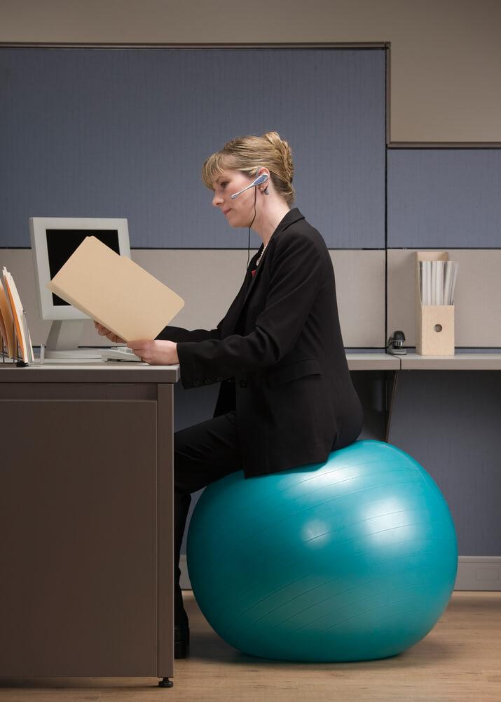Naast een goede zithouding is de juiste positie van je monitor ook van belang.